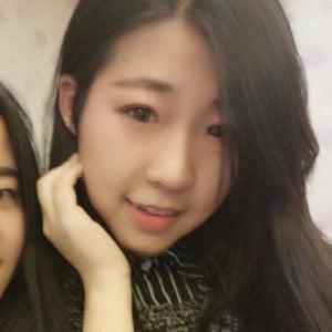 """Roma, trovata morta la studentessa cinese scomparsa: """"Travolta da treno mentre inseguiva scippatori"""""""
