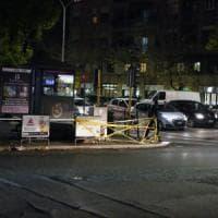 Roma, bus perde controllo e travolge auto e scooter in viale Marconi: 3 feriti