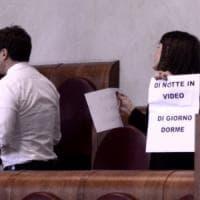 Roma, caso Muraro: in Aula si sfiora la rissa tra Pd e 5 Stelle