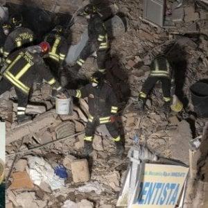 Roma, crolla palazzina di due piani ad Acilia per fuga di gas: morte madre e figlia