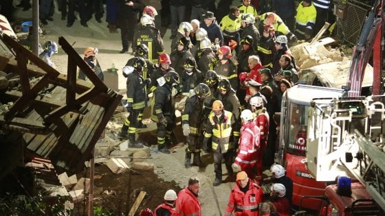 Roma, esplode una palazzina: disperse madre e figlia. Due persone estratte vive