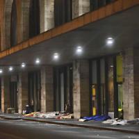 Roma, solo 500 posti per i senzatetto. Metro aperte contro il freddo