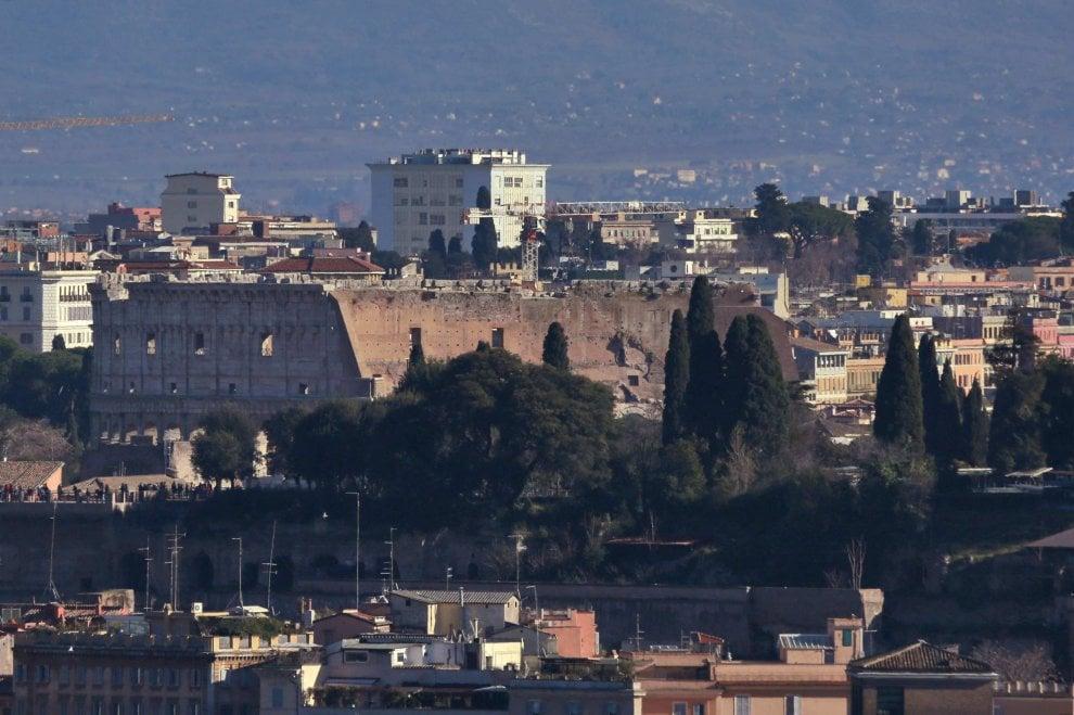 Maltempo Roma, i monti intorno alla Capitale coperte di neve