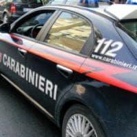 Roma, lascia il figlio di tre anni in auto al gelo per andare a giocare: arrestato