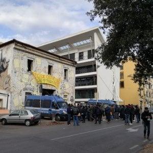 Roma, sgombero  centro sociale Alexis. Trovato accordo: occupanti andranno a Valco San Paolo