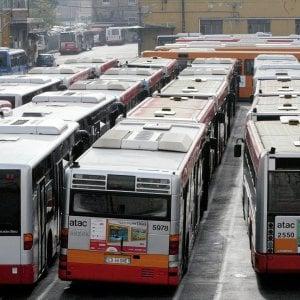 Roma, Atac sull'orlo del crac liquida premi e arretrati: 2 milioni a 50 manager