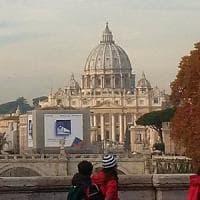 Roma, maxi cartelloni oscurano San Pietro arriva un esposto in Campidoglio