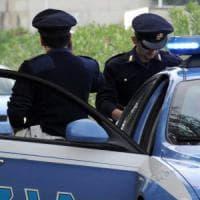 Roma, minacciava i turisti col coltello e li derubava: arrestato rapinatore