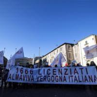 Roma, licenziamenti Almaviva, lavoratori in piazza:
