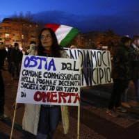 Roma, troppo sottile la linea che divide i manifestanti di Ostia