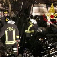 Roma, incendio in autodemolitore a San Basilio: trovato corpo carbonizzato di un uomo