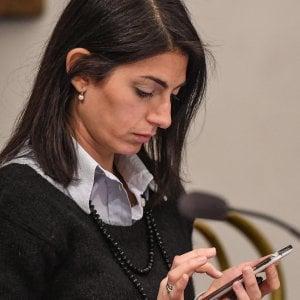 Roma, lo strapotere di Marra le bugie sul suo ruolo: le verità degli sms. Ecco le accuse a Raggi