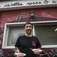 Roma, al via a Casetta Rossa il pasto 'sospeso'. Ci sono anche Erri De Luca e Chef Rubio