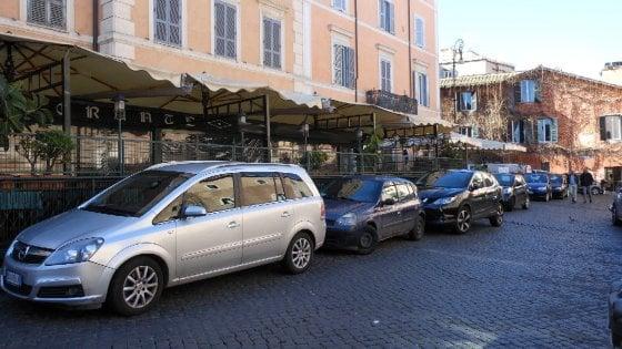 Roma, tavolini selvaggi e pedane: sigilli al Compagnone di Trastevere