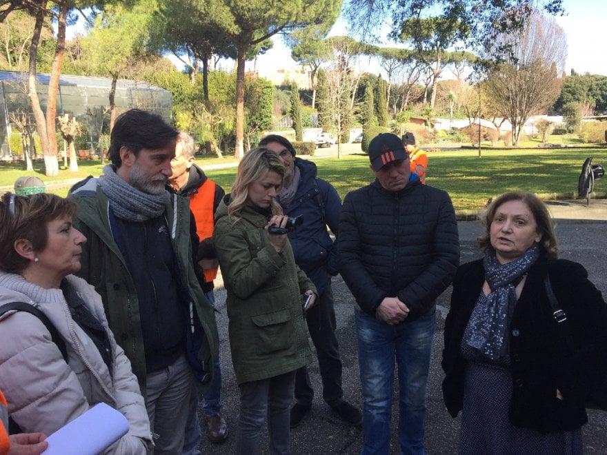 """Roma, manutentori del verde occupano l'assessorato all'Ambiente: """"In 50 a rischio licenziamento"""""""