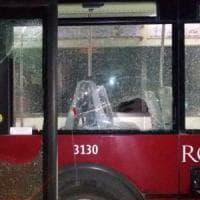 Roma, bus notturno vandalizzato a Fidene
