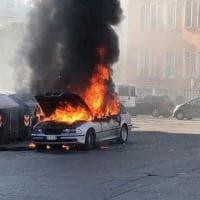 Roma, auto in fiamme in piazzale degli Eroi