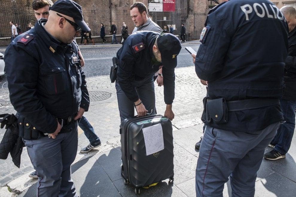 Roma falso allarme bomba in via iv novembre ma era solo - Allarme bomba porta di roma ...