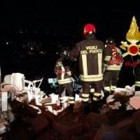 Ariccia, crolla palazzina dopo fuga di gas: due feriti estratti dalle macerie