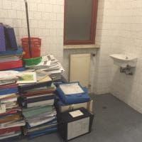 Roma, all'assessorato alla Mobilità l'archivio è nella toilette