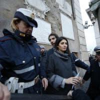 """Roma, il Financial Times boccia Raggi: """"Un fiasco che affonda ambizioni di governo M5s"""""""