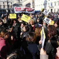 """Roma, tassisti a Montecitorio, centro in tilt Raggi: """"Al loro fianco"""""""