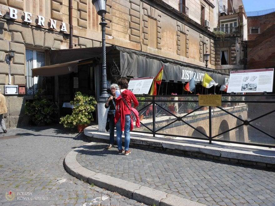 Roma, rimossa la veranda abusiva sui Fori della Taverna Ulpia