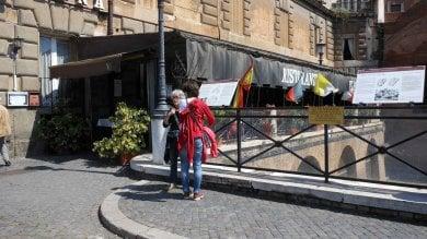 Fori imperiali, blitz dei vigili urbani  foto  rimossa veranda abusiva di Taverna Ulpia