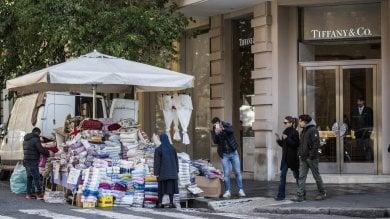 Bancarelle e stand, il suk Cola di Rienzo   foto   'Strada sotto assedio degli ambulanti'   video