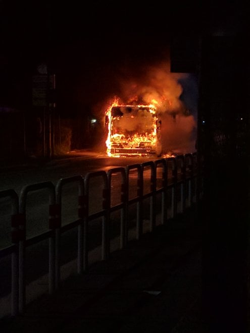 Roma, autobus in fiamme a Pineta Sacchetti - la Repubblica