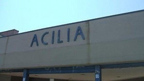 Acilia, lite tra due ragazzi alla fermata della Roma-Lido: un ferito