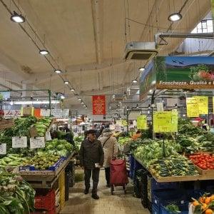 """Roma, al mercato del Quadraro per attrarre clienti """"servono locali idonei e prodotti competitivi"""""""