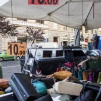 """Bancarella selvaggia a Roma, regole più ferree: """"Basta con la città suk"""""""