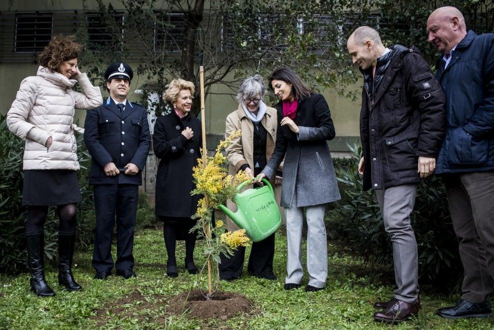 Roma, 8 marzo: la sindaca Raggi in visita alle detenute di Rebibbia