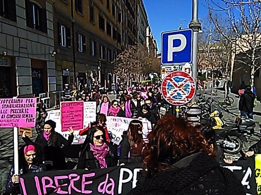 Roma, sciopero 8 marzo: presidio delle maestre a San Cosimato