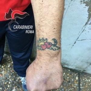Roma, rapinatore seriale incastrato da un tatuaggio
