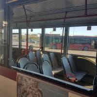 Roma, bottiglia contro il vetro di un bus sulla Togliatti. Pannello si stacca dentro una vettura