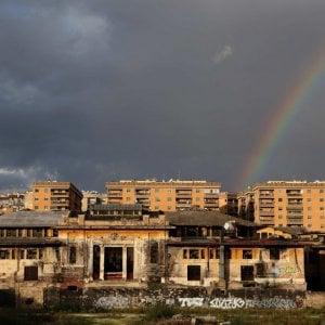 Carte e calcestruzzo nella polvere: viaggio nei cantieri dimenticati di Roma
