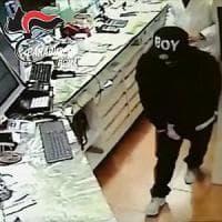 Roma, rapinava le farmacie con un berretto da rapper: arrestato