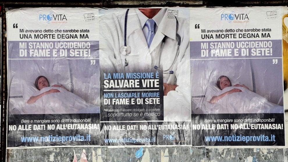 Roma, manifesti shock dell'onlus Pro Vita contro il testamento biologico e l'eutanasia