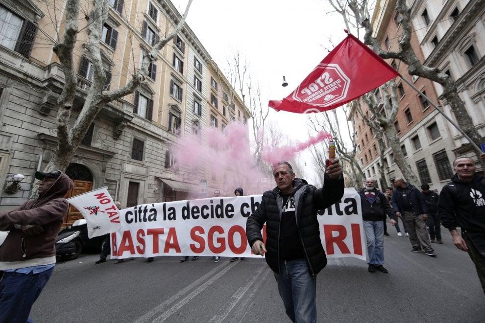Roma, movimenti per la casa in marcia verso il Comune