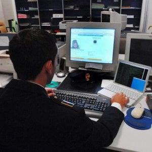 """Roma,  allarme cyber-maniaci: """"Adescate sui social 160 ragazze in un anno"""""""