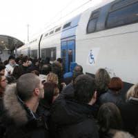 Roma, rapinato e massacrato di botte sul treno dei pendolari