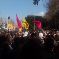 Roma, a Ostia migliaia di studenti al corteo di Libera