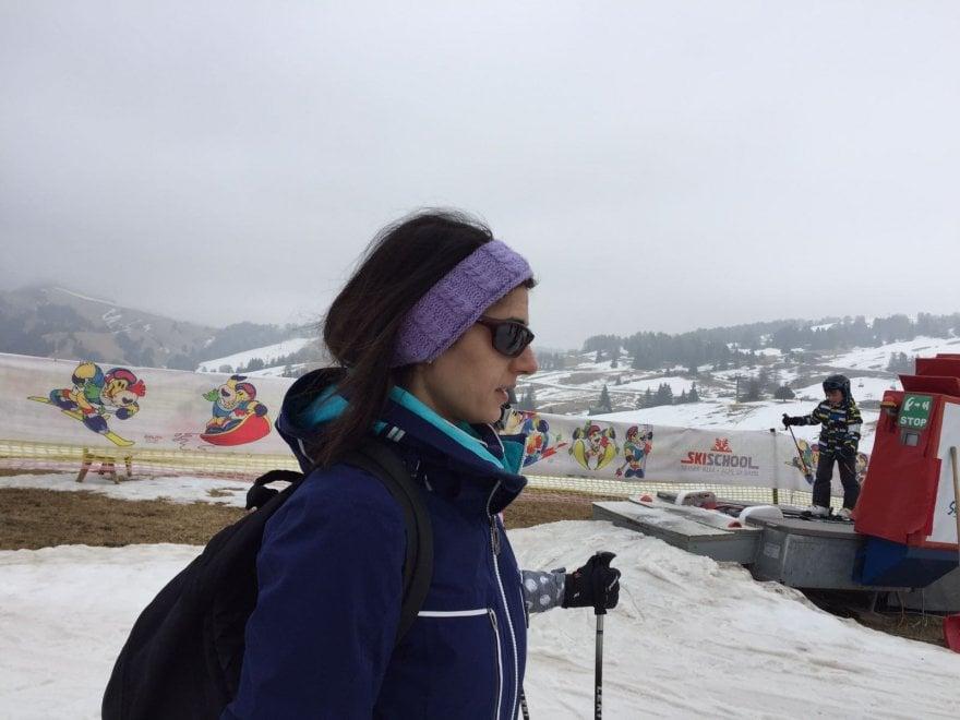 Raggi in vacanza sulle Dolomiti, eccola in tuta da sci
