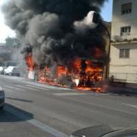 Roma, fiamme sul bus Atac a Ciampino