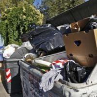 Roma, cumuli di rifiuti e strade sporche: così la città si presenta ai grandi