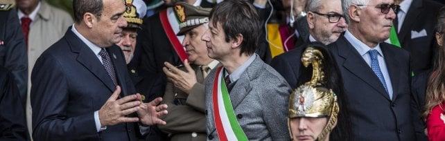 """Raggi assente a celebrazioni Fosse Ardeatine """"Mai successo, nemmeno con Alemanno""""   video"""