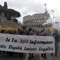 Roma, sciopero taxi, auto bianche introvabili. Disagi a Fiumicino e a Termini
