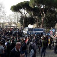 Trattati di Roma, tensione al corteo Eurostop. Bus con oltre 120 manifestanti bloccati a...